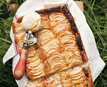 Apple and almond pie