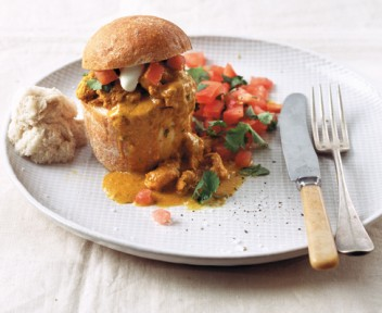 Butter chicken bunny chow with tomato and yoghurt