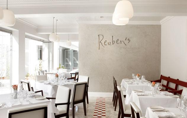 reuben's-interior