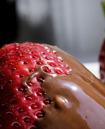 Fresh Strawberries With Chocolate Dip Recipe Eatout