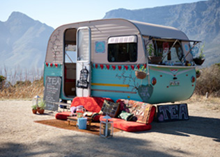 A Caravan Selling Tea Restaurant In Laboratory Trailer Dispensing Hot Dogs Pop Up Restaurants And Food Trucks Are Really Gathering Momentum