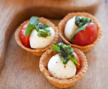 Parmesan shortbreads with roasted tomatoes pesto and for Mozzarella canape