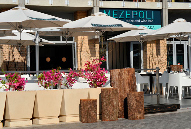 The outdoor area at Mezepoli.