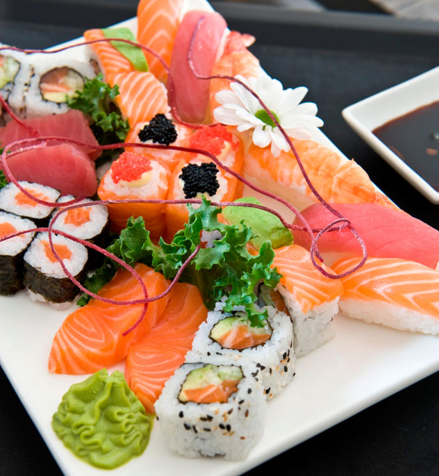 Sushi at Mezepoli
