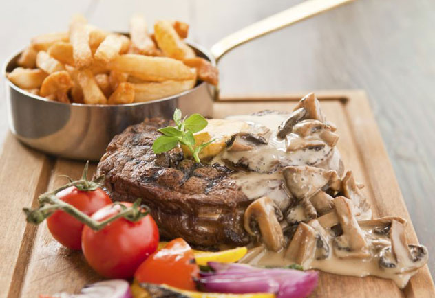 Grain-fed dry-aged rib-eye beef steak burger from Mondiall