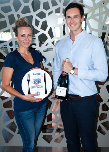 Ben-Johann du Toit of Boschendal hands over the prize to Lauren Smith of Cavalli. Photograph: Jan Ras.