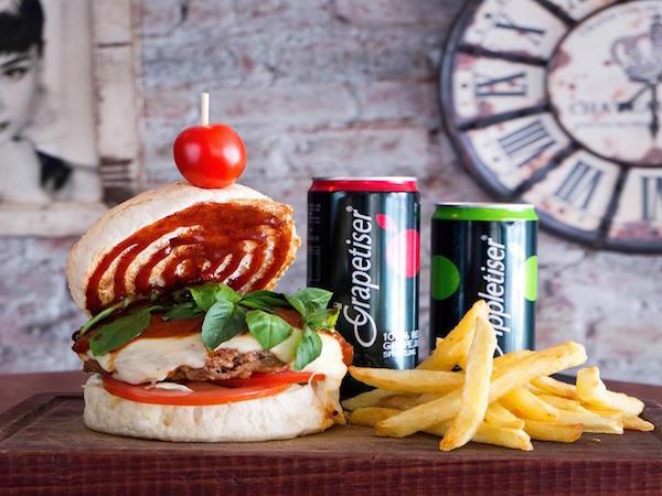 Burger Bistro (Clubview)