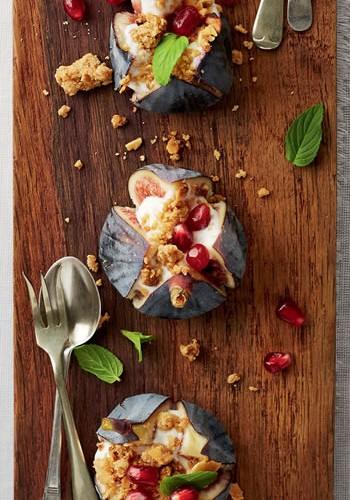 Granola crumble with figs