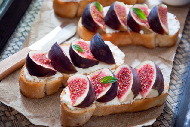 figs-on-bread