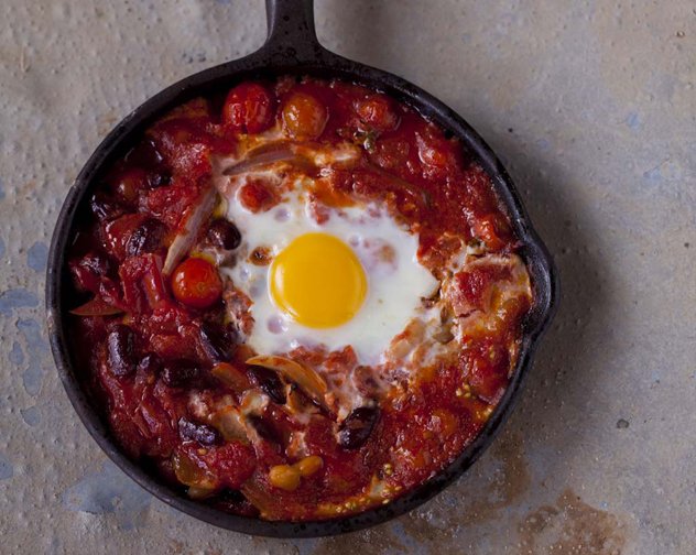 Baked kidney beans with tomato-chilli and poached eggs
