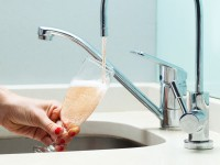The specially designed bubbly tap uses Swedish design principles to keep the bubbly pressurised