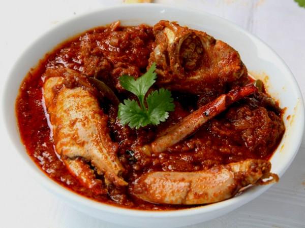 Crab curry at Capsicum Restaurant at the Britannia Hotel