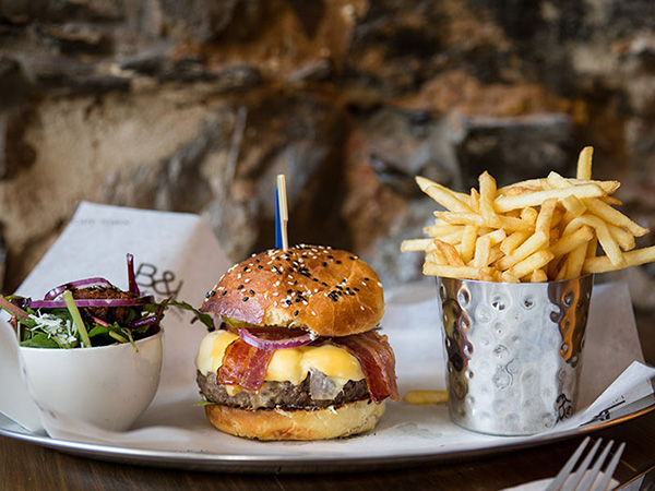 Brilliant pub lunch specials in Cape Town