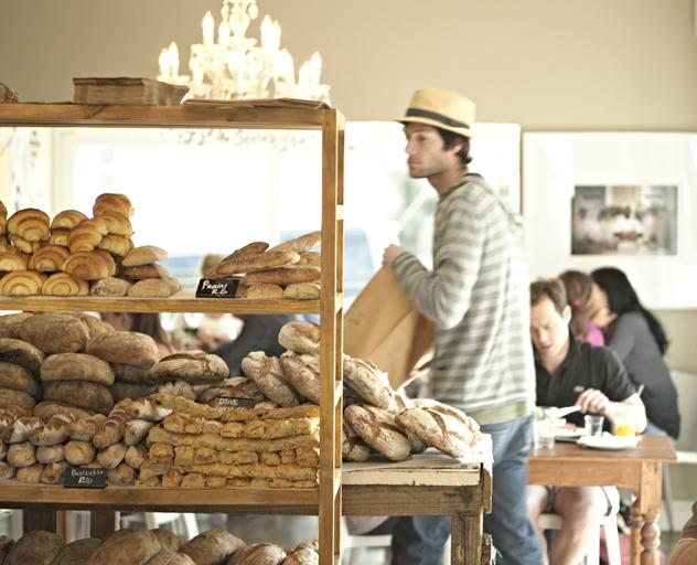 Vovo Telo bread shelf and inside