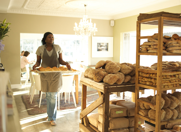 Vovo Telo waitress and bread