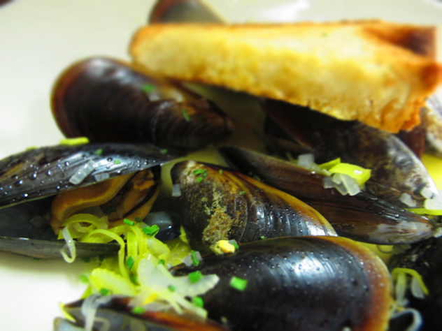 Steamed mussels at The Noisy Oyster. Photo courtesy of the restaurant.
