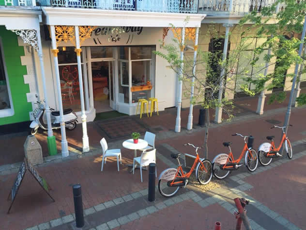 The outside of the Breakaway Café. Photo courtesy of the restaurant.