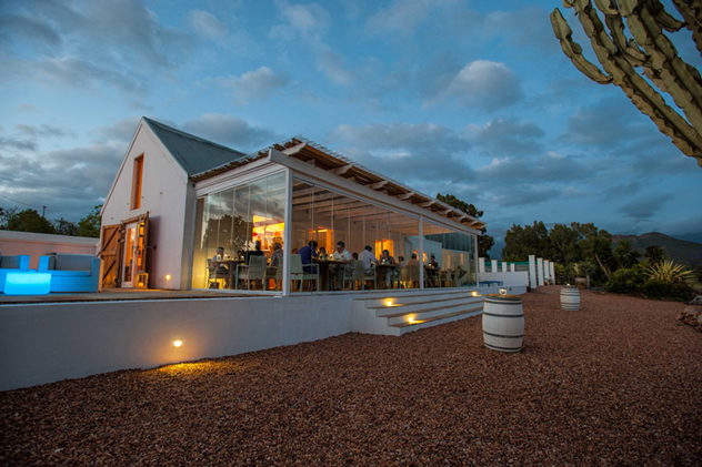 An exterior view in the evening at Mo and Rose Wine Bistro. Photo courtesy of INDIGO photography.