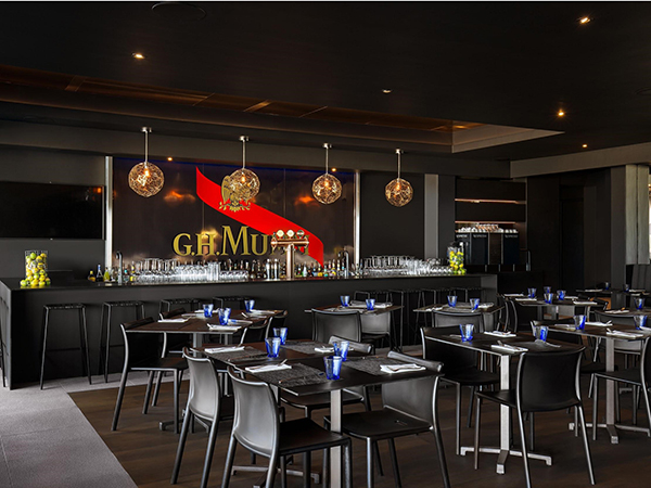 Enjoy happy hour specials at The 41 Restaurant in Camps Bay.