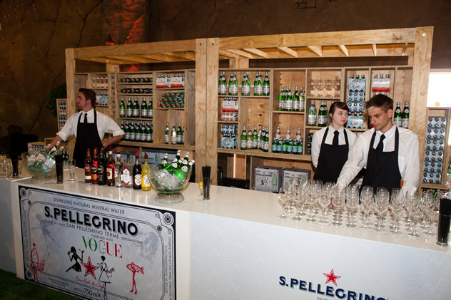 S.Pellegrino and Aqua Panna kept guests hydrated with sparkling and still water.