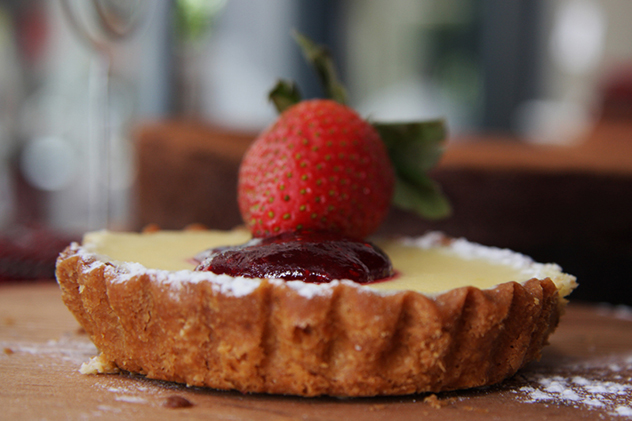 Moemas tartlet with strawberry