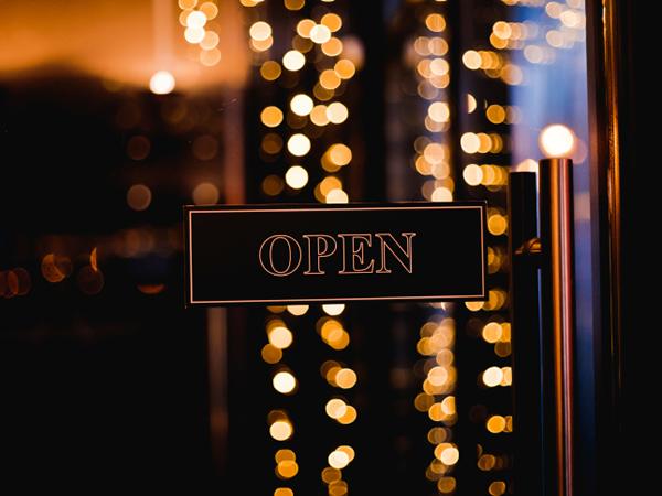 Restaurants open on Sundays and Mondays