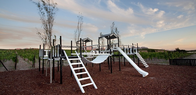 The jungle gym at Cafe Blanc de Noir. Photo courtesy of the restaurant.
