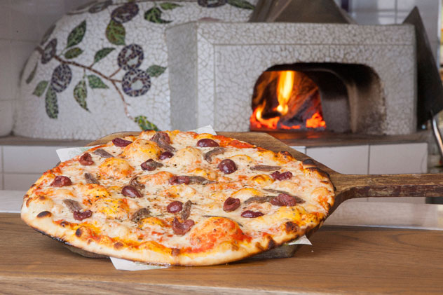 Woodfired pizza at Café del Sol Botanico.