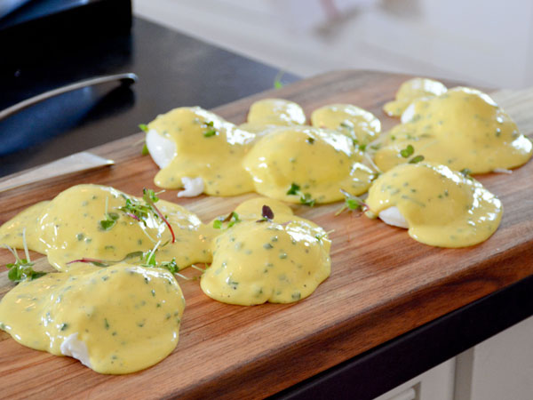 Poached eggs with Bearnaise