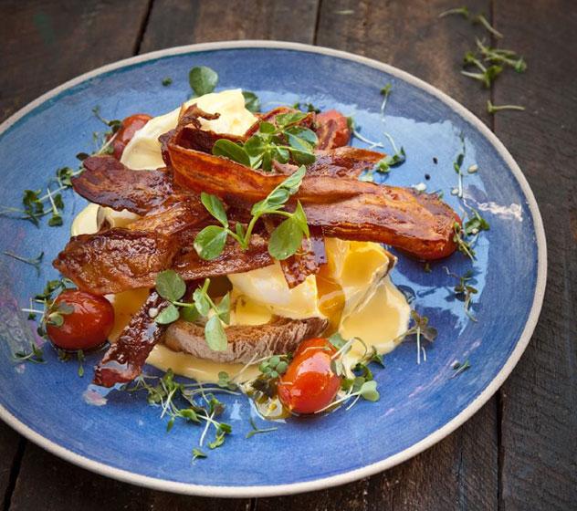 Four-&-Twenty-Eggs-Benedict-with-crispy-bacon