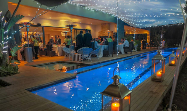 The-poolside-dining-area-at-Two-Shrimps-by-Barry-Bowditch