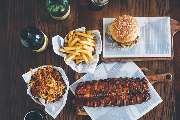 first taste ribs burgers menlyn maine eat out. Black Bedroom Furniture Sets. Home Design Ideas