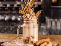 Freak-salted-caramel-hot-chocolate-600x450