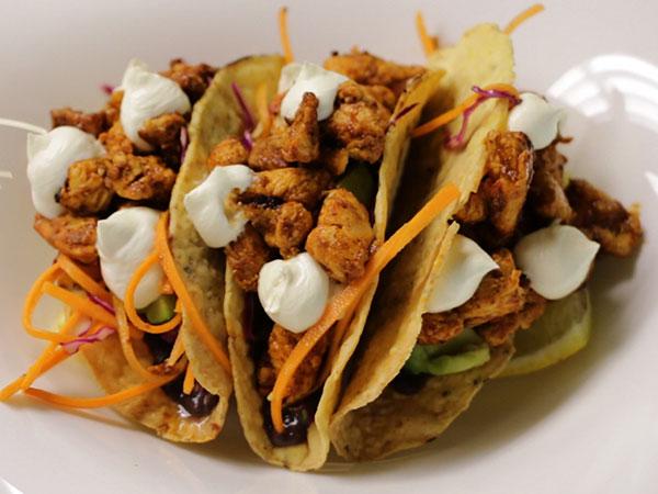 Watch: How SMAK Delicatessen makes its popular tacos