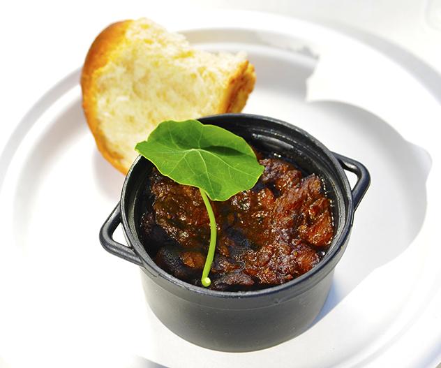 Slow food_hot pot nasturtium leaf