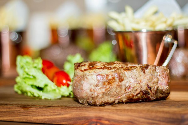 The mighty fillet with a tomato kebab and shoe-string fries at Hinterland Vleishandelaar. Photo supplied.