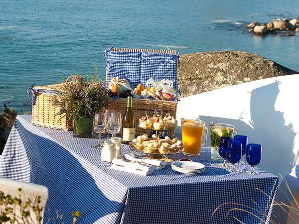 The luxurious picnic at Twelve Apostles