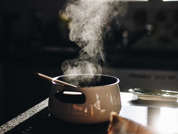 Pot on stove_Gaelle Marcel-unsplash