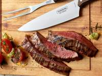Sliced steak with Tramontina products