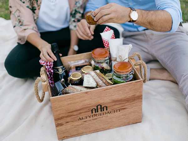A Valentine's Day picnic basket from Altydgedacht