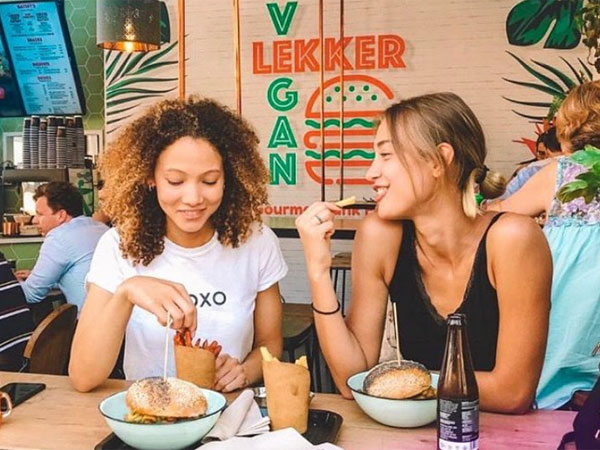Models dine for free at local restaurants