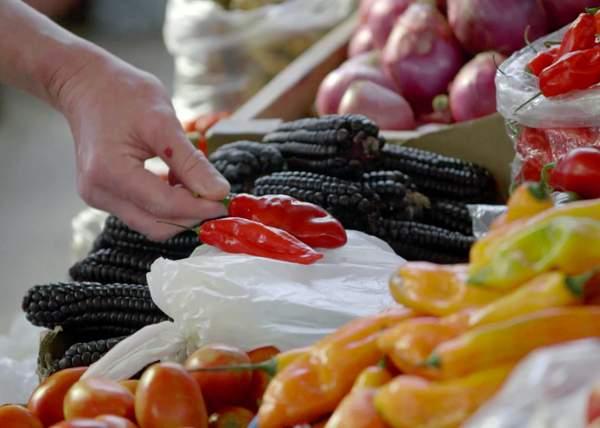 Gordon shops for fresh produce