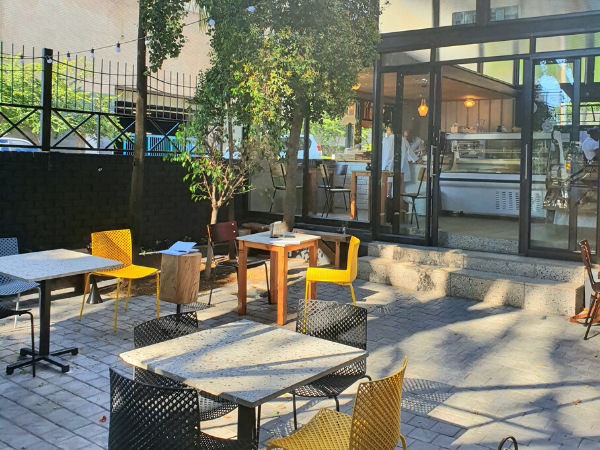 Sunny courtyard brunching at Rosebank's new Sésame Café