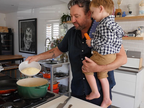 Watch: Bertus Basson makes breakfast at home with his family