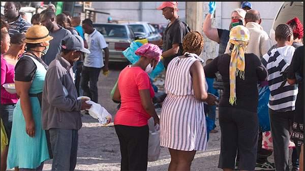 people receiving food